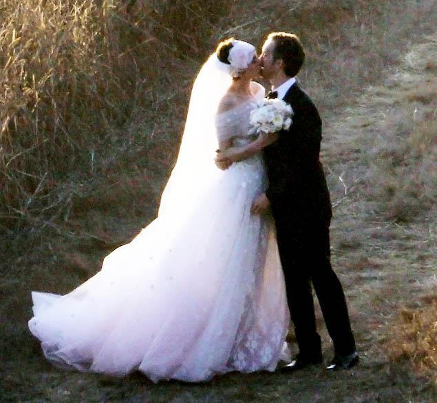 Anne Hathaway Gets Hitched