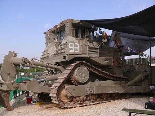 An I.D.F. armored bulldozer made by Caterpillar. | CC via Flickr user Zachi Evenor
