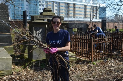 Sophie cleaning up the Warsaw Jewish Cemetery | Courtesy Trinity Hillel