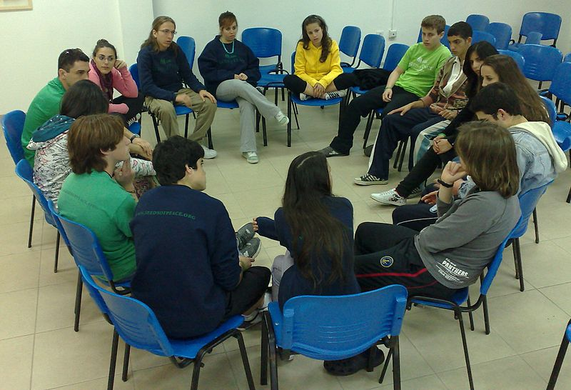 Israeli and Arab students dialoguing in northern Israel. | CC via Wikimedia Commons