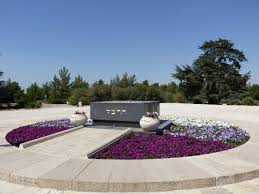 Herzl's grave on top of Mt. Herzl. | CC via Wikimedia Commons