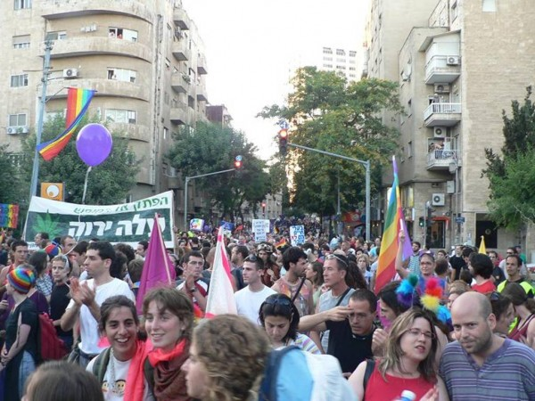 The Jerusalem Gay Pride Parade in 2005. The man who stabbed six marchers yesterday had just finished serving a 10-year prison sentence for stabbing participants at the 2005 parade. | Supplied by Pato12seg [CC BY-SA 3.0], via Wikimedia Commons