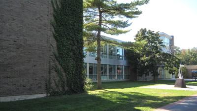 Stony Brook University. | By Josephng1 [CC BY-SA 3.0], via Wikimedia Commons
