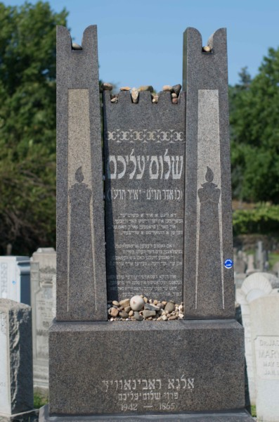 Sholem Aleichem's grave in Mount Carmel Cemetery. | Photo by Chloe Sobel