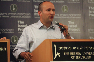 Naftali Bennett addresses journalists.| By The Israel Project [CC BY 2.0], via Creative Commons